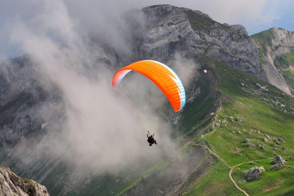 Paragliding-in-India_1438933021_5FIJFm